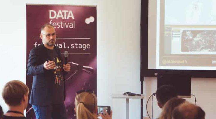 GPS-Daten können gesammelt, analysiert und visualisiert werden. In seinem Vortrag auf dem Data Festival 2018 behandelt Dubravko Dolic diese Aspekte sowie diskutiert passende Tools für die Handhabung der Daten.