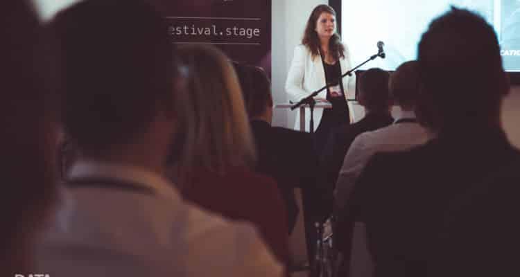 Auf dem Data Festival 2019 sprach Laura Velikonja über die Datendemokratisierungsstrategie bei Telefónica. Verschiedene Lösungen machen Daten im Unternehmen zugänglich.